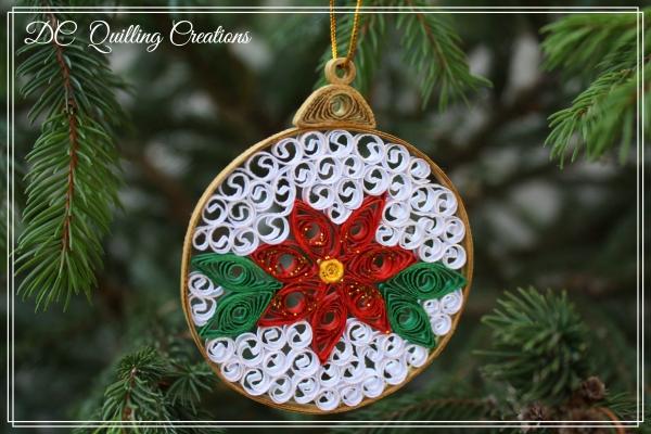 Decorazione natalizia pallina di Natale in quilling