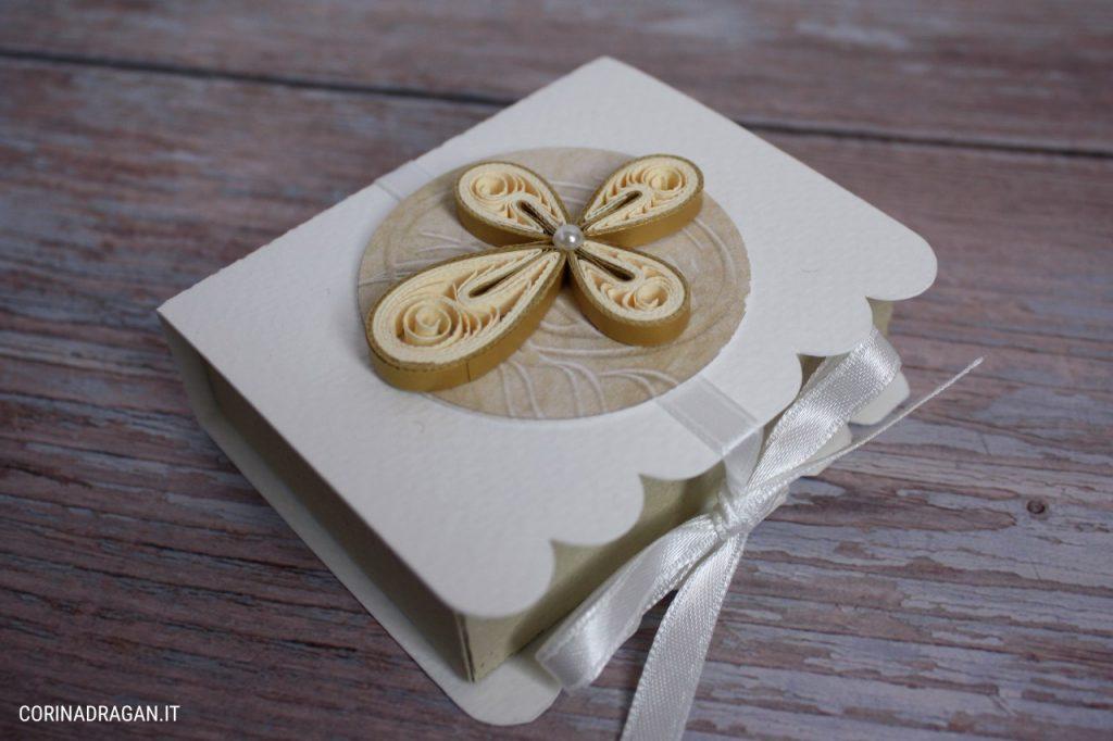Scatolina portaconfetti Comunione a forma di libro con croce
