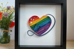 quadretto cuore arcobaleno quilling