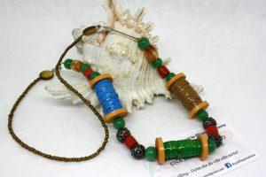 collana per sarta con rocchetti di cotone