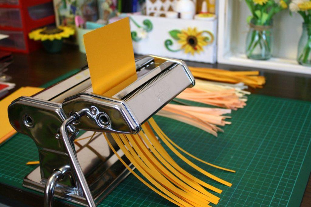 tagliare strisce di carta quilling